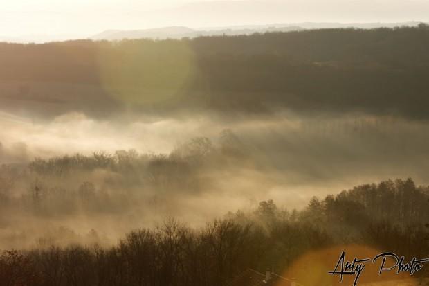 Soleil levant et brume matinale